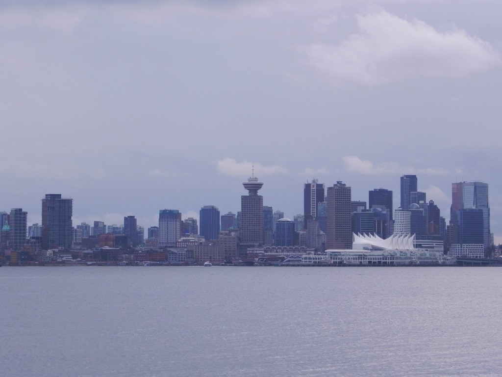 Vancouver vista dall'altra sponda del Burrard Inlet