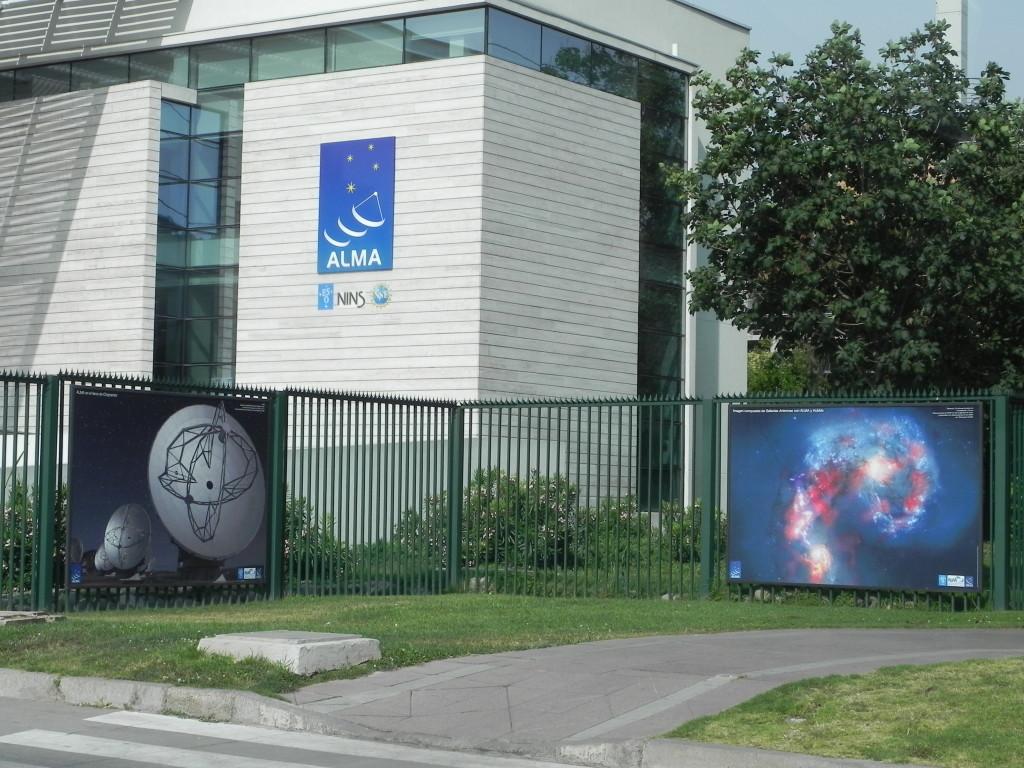 Il piu' grande osservatorio astronomico al mondo e' a Santiago del Cile...