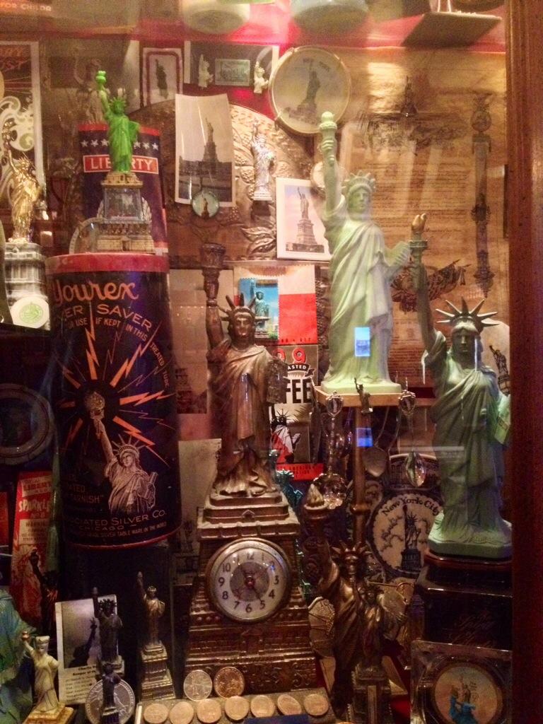 Ill Vintage del City reliquary