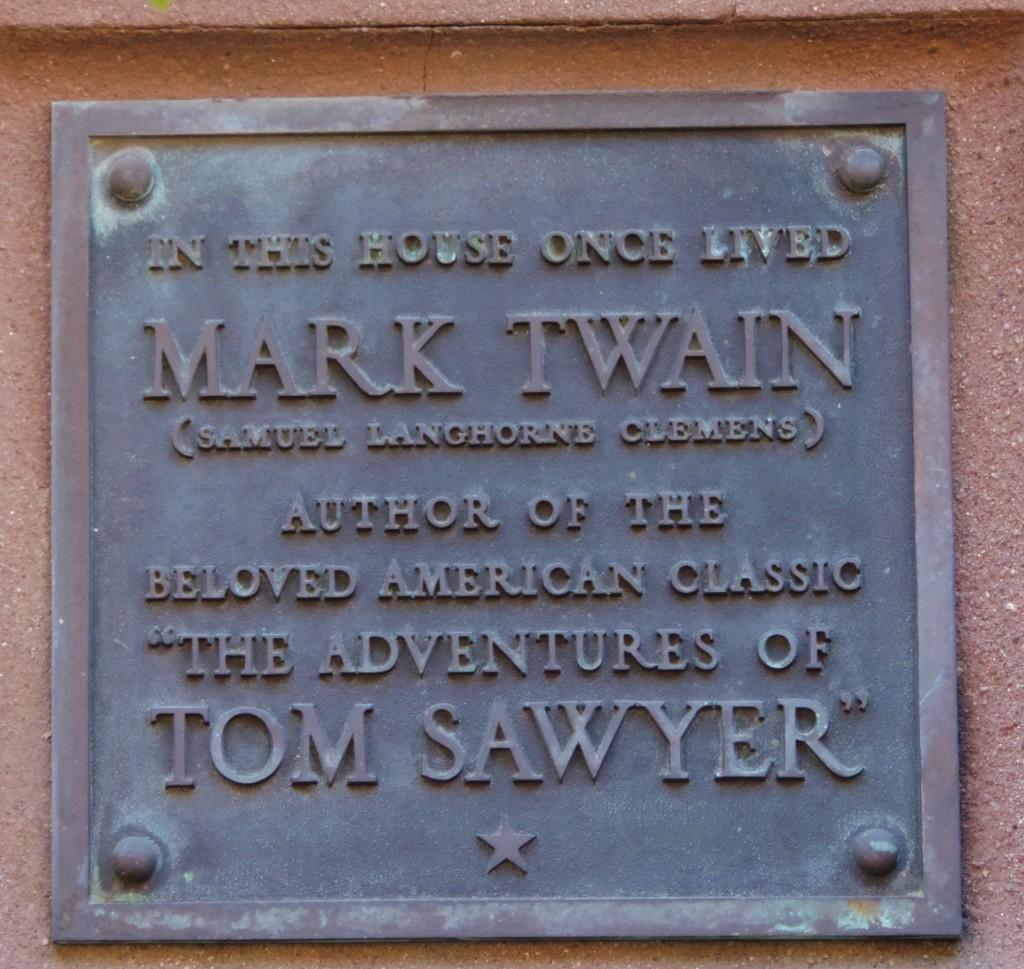 La targa che ricorda il passaggio di Mark Twain