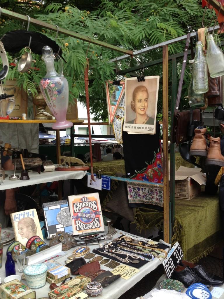 Buenos Aires, banchi d'antiquariato alla Feria de San Telmo