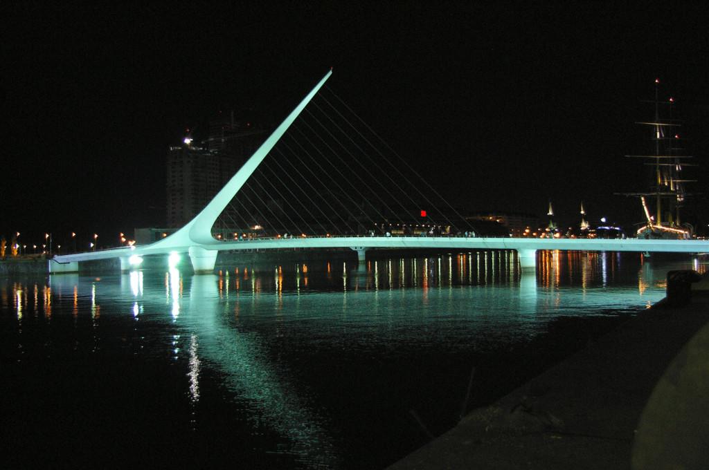 Buenos Aires, il Puente de la Mujer a Porto Madeiro