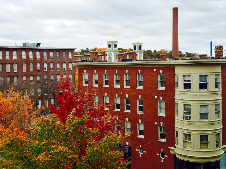 Foliage in New England: the Autumn colors in Lowell