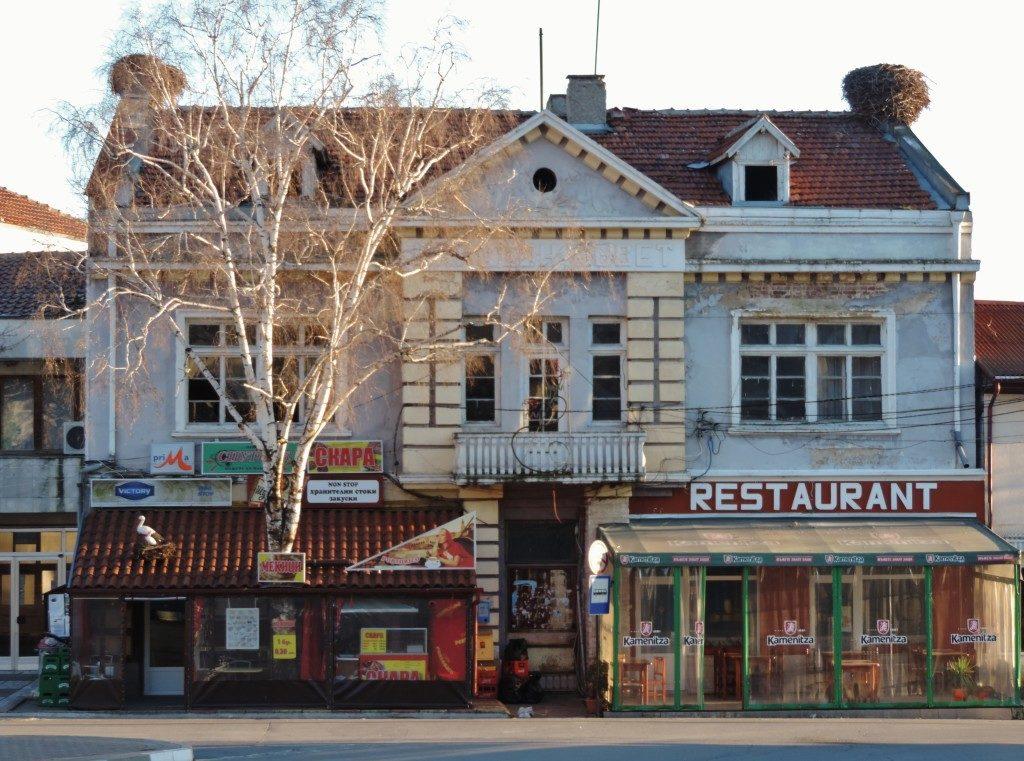 Kocherinovo, le case con i nidi di cicogna sui tetti