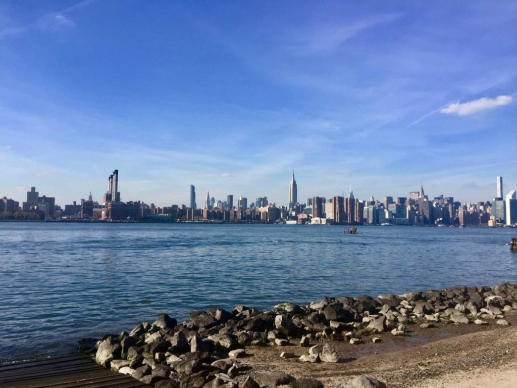 What to see in New York: the East River and Midtown Manhattan on the background