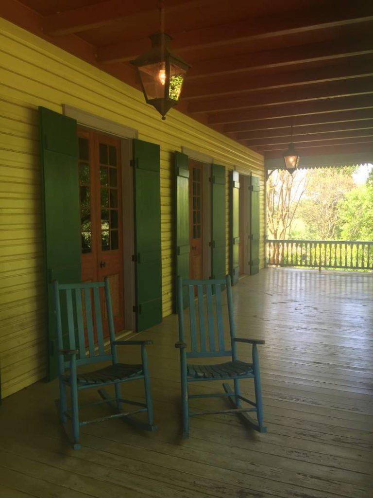 Laura Plantation, particolari del portico in legno