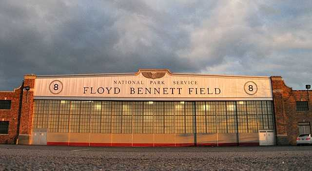 Unusual New York: sunset at the Floyd Bennett Field (ph. syracuse.com)