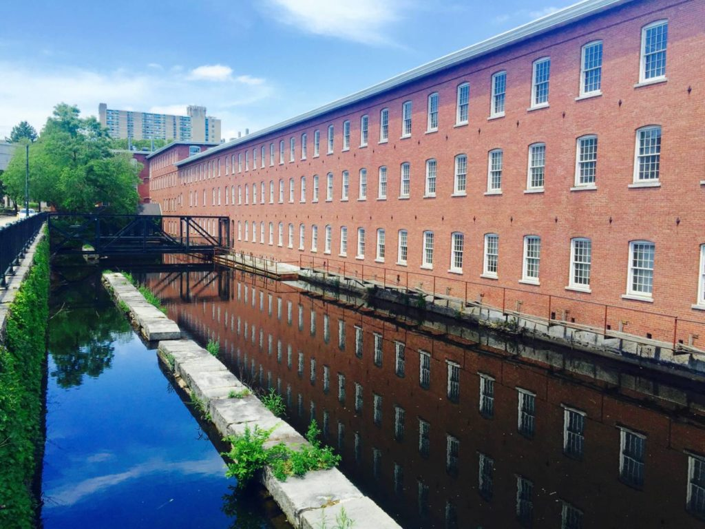 Foliage in New England: Lowell and its canals
