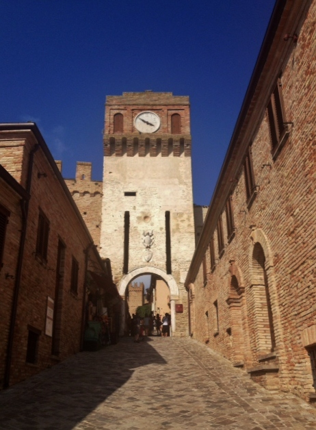L'ingresso al borgo di Gradara
