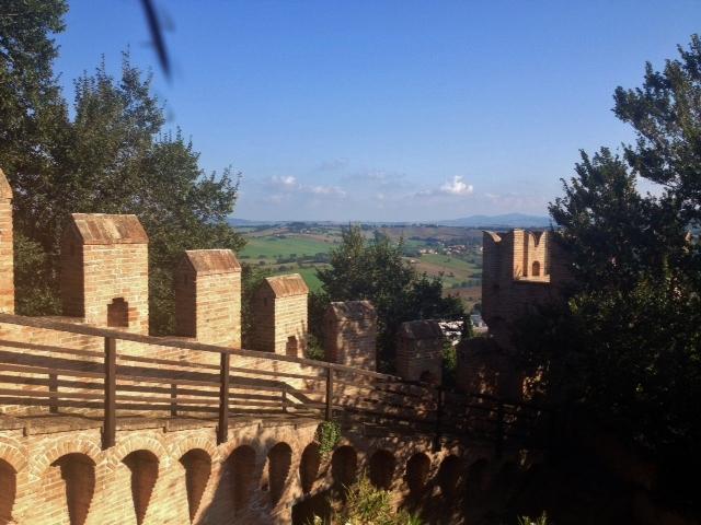 La vista sull'entroterra marchigiano dalla Rocca di Gradara