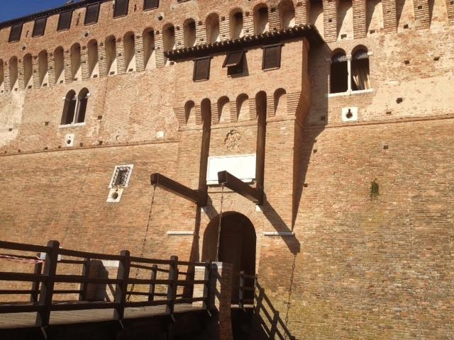 L'ingresso al Castello di Gradara