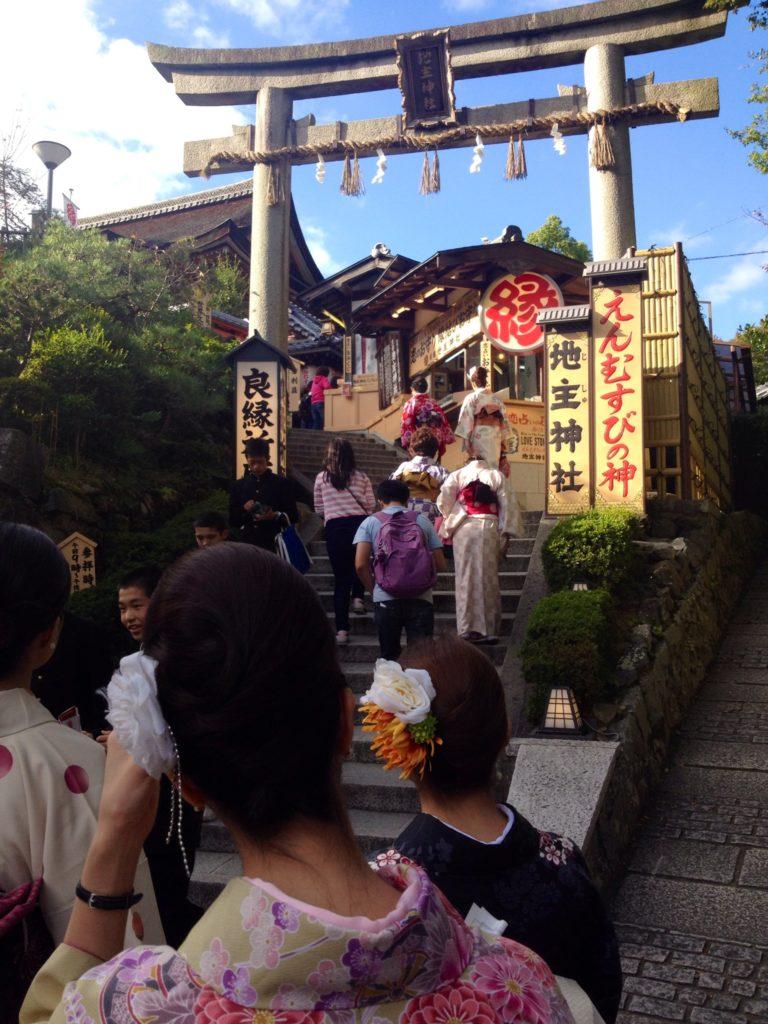 Kyoto, Higashiyma, pellegrinaggio delle giovani spose al Santuario