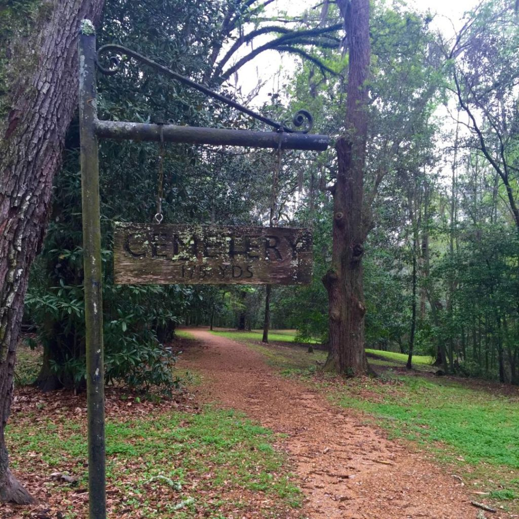Itineraries in Mississippi: Longwood Plantation, the path for the family cemetery