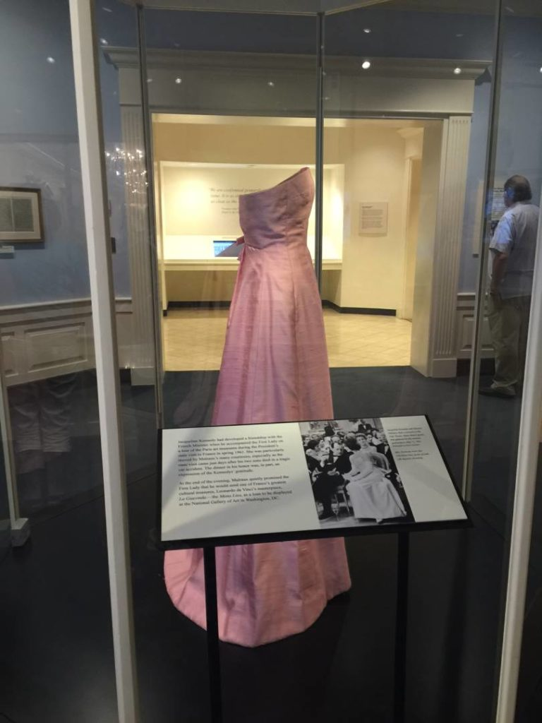 The White House corridor, Gala Dress