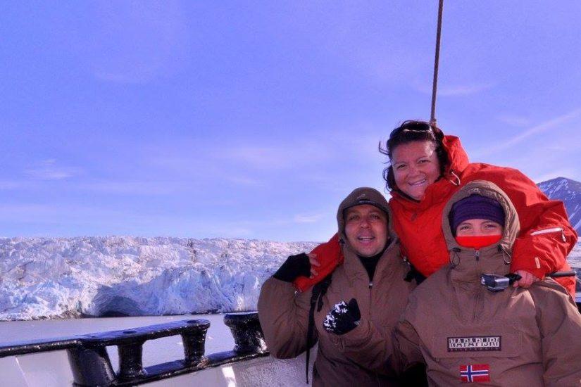 Liliana con il marito Roberto e la figlia Valeria alle Isole Svalbard