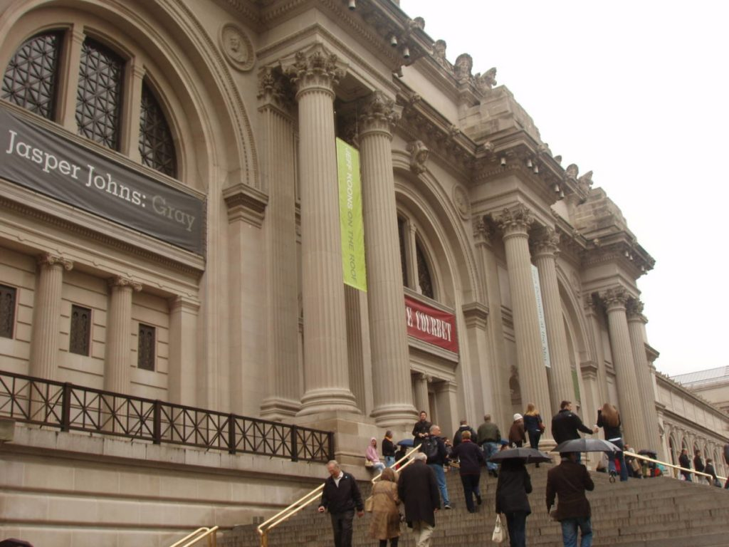 Museums in New York: Met entrance
