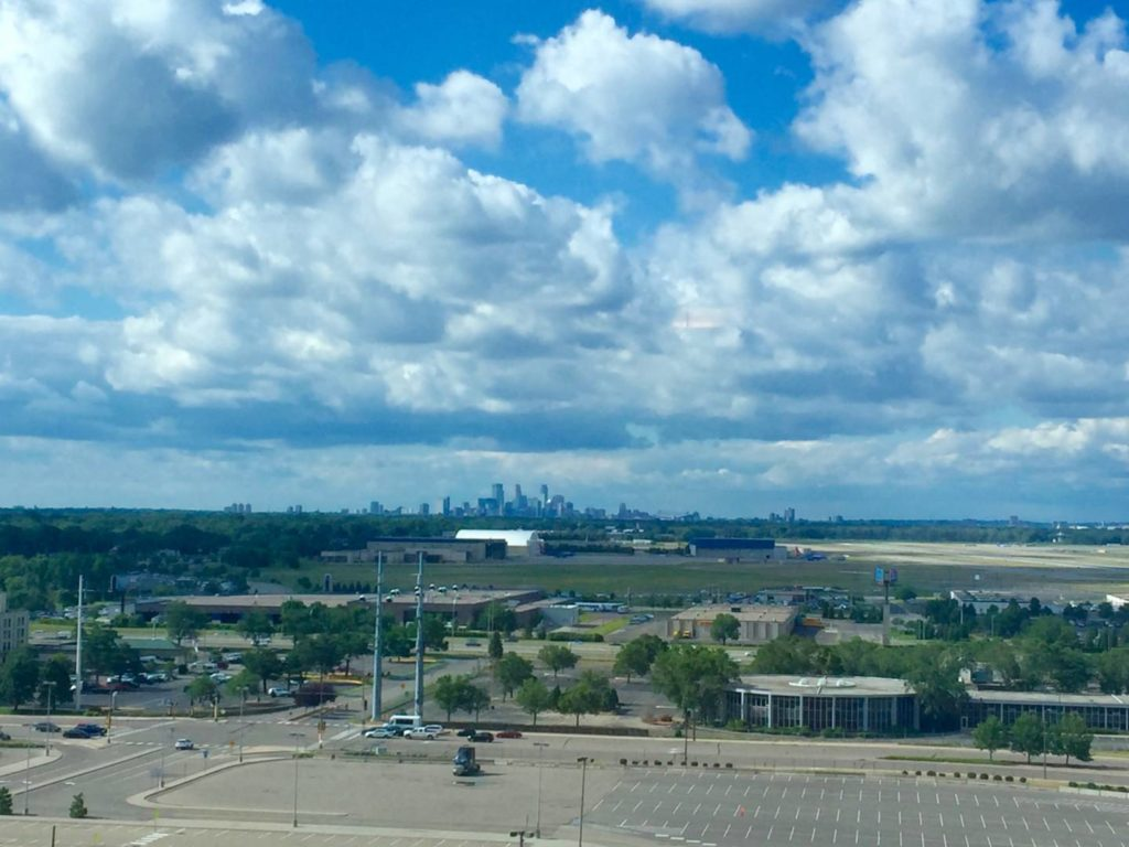 Minneapolis vista dalla lounge del J. W. Marriot nel Mall of America