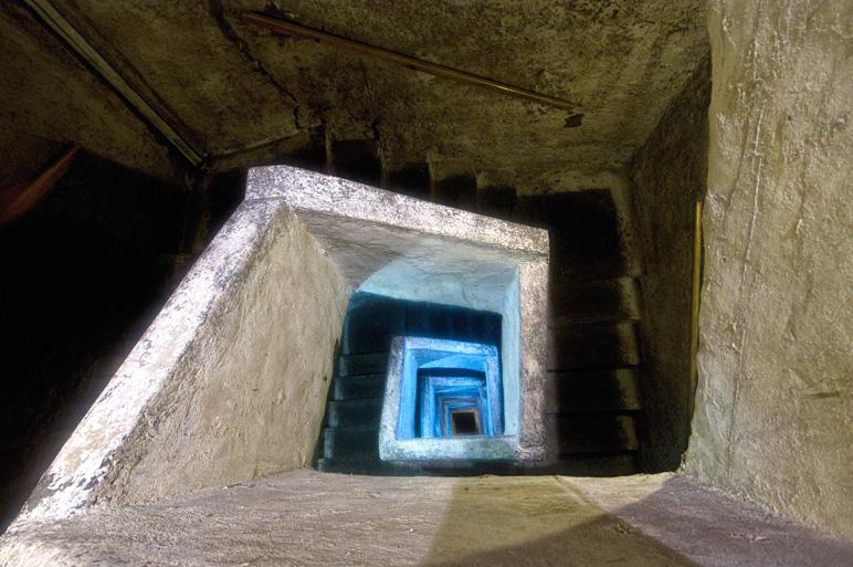 """Napoli sotterranea, l'ingresso alle cisterne, il regno dei """"pozzari"""""""