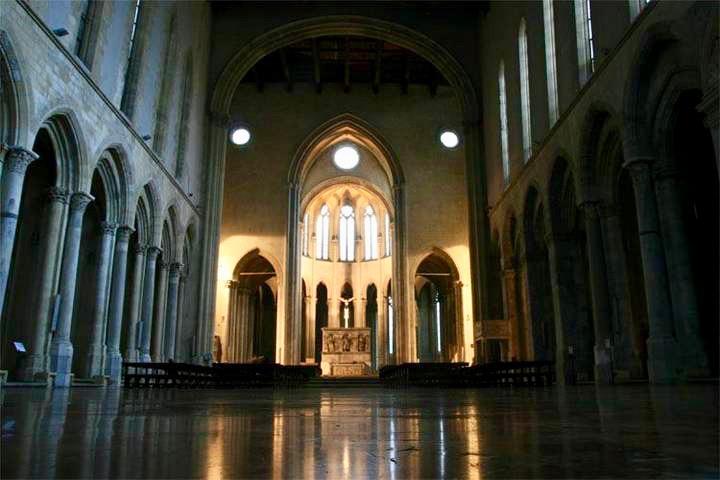 Napoli da non perdere: San Lorenzo Maggiore, l'interno della Basilica