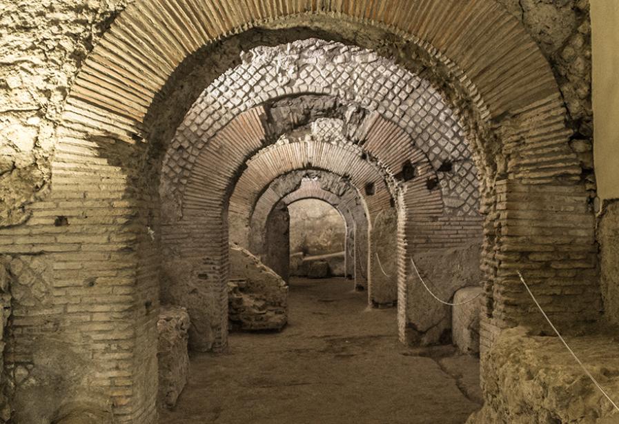 Napoli da non perdere: il Criptoportico sotto San Lorenzo Maggiore