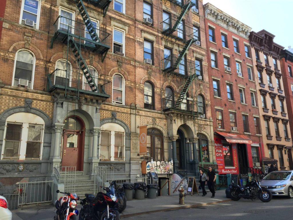 Gli edifici gemelli di Phisical Graffiti