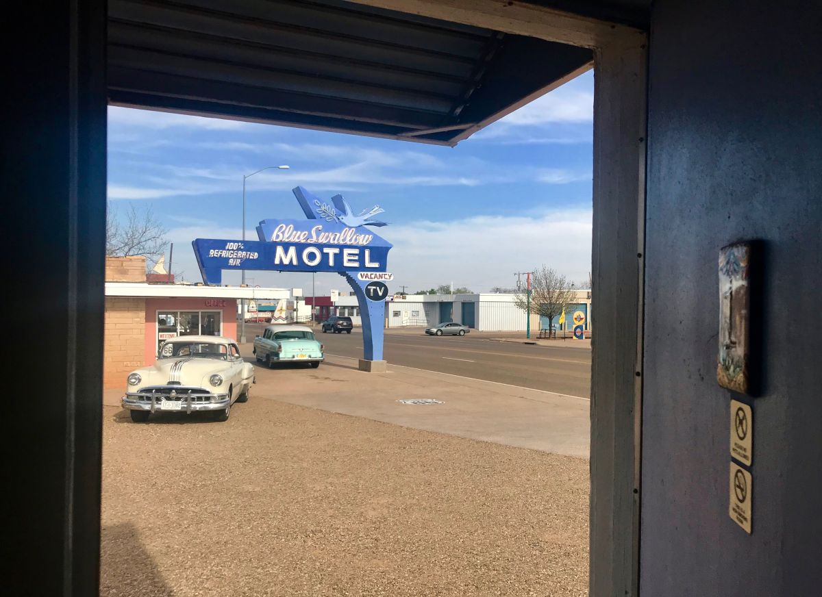 Where To Sleep On Route 66 10 Historic Motels And Hotels Not Miss Lincoln Town Car Blue Swallow Motel
