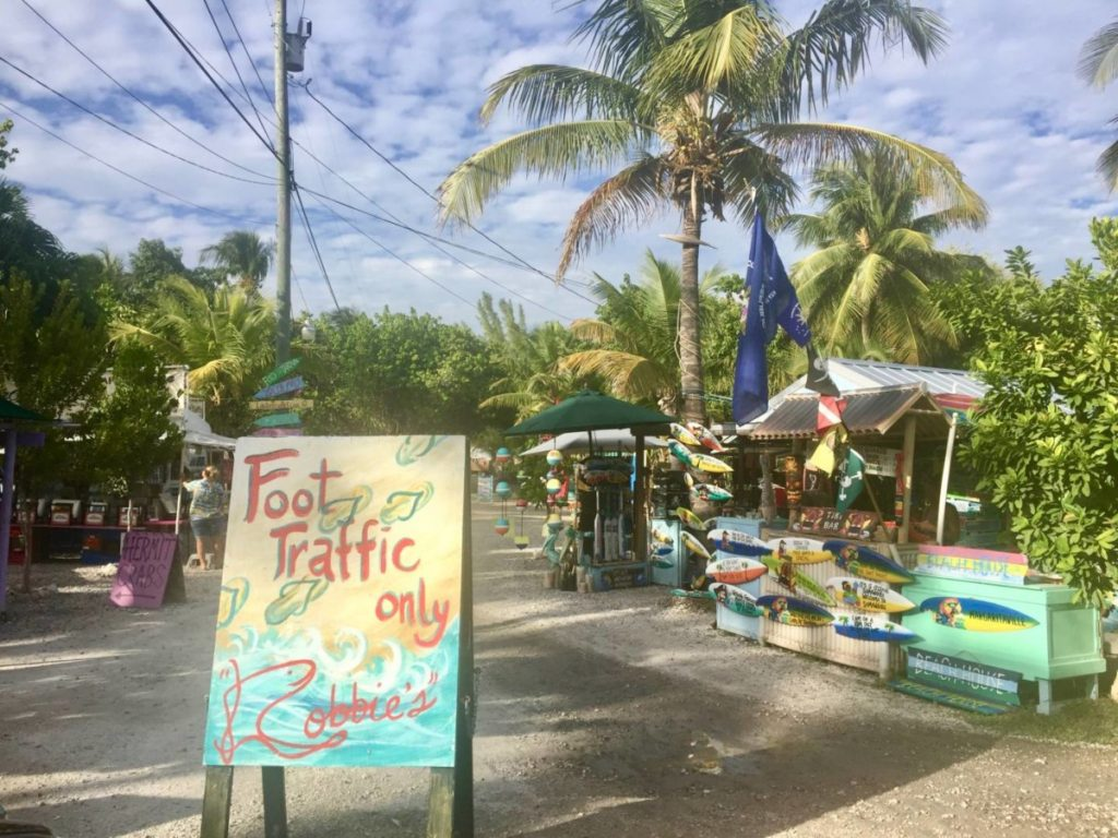 Discover the Florida Keys: the little kitsch market of Robbie's Marina