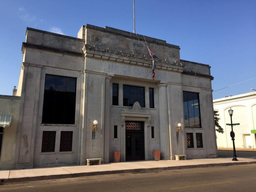 Mississippi on the road: la Clarksdale Bank Building