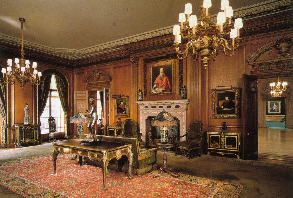 Museums in New York: The Frick Collection, the Living Hall