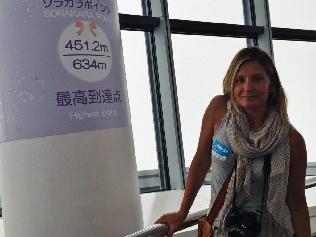 Sulla cima della Tokyo Sky Tree, il punto più alto, 634 metri