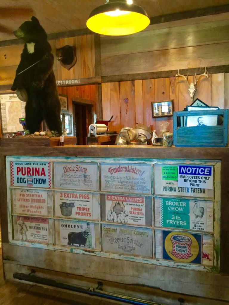 Viaggio in Mississippi: The Onward Store, particolari