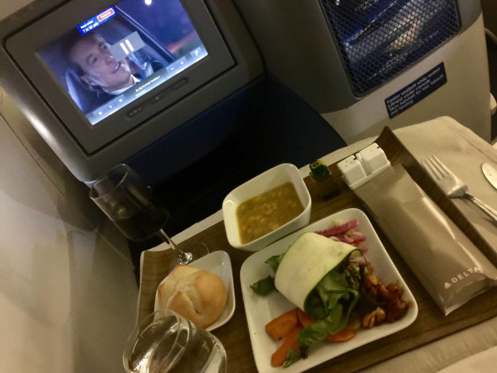 Cena in Delta One, l'antipasto