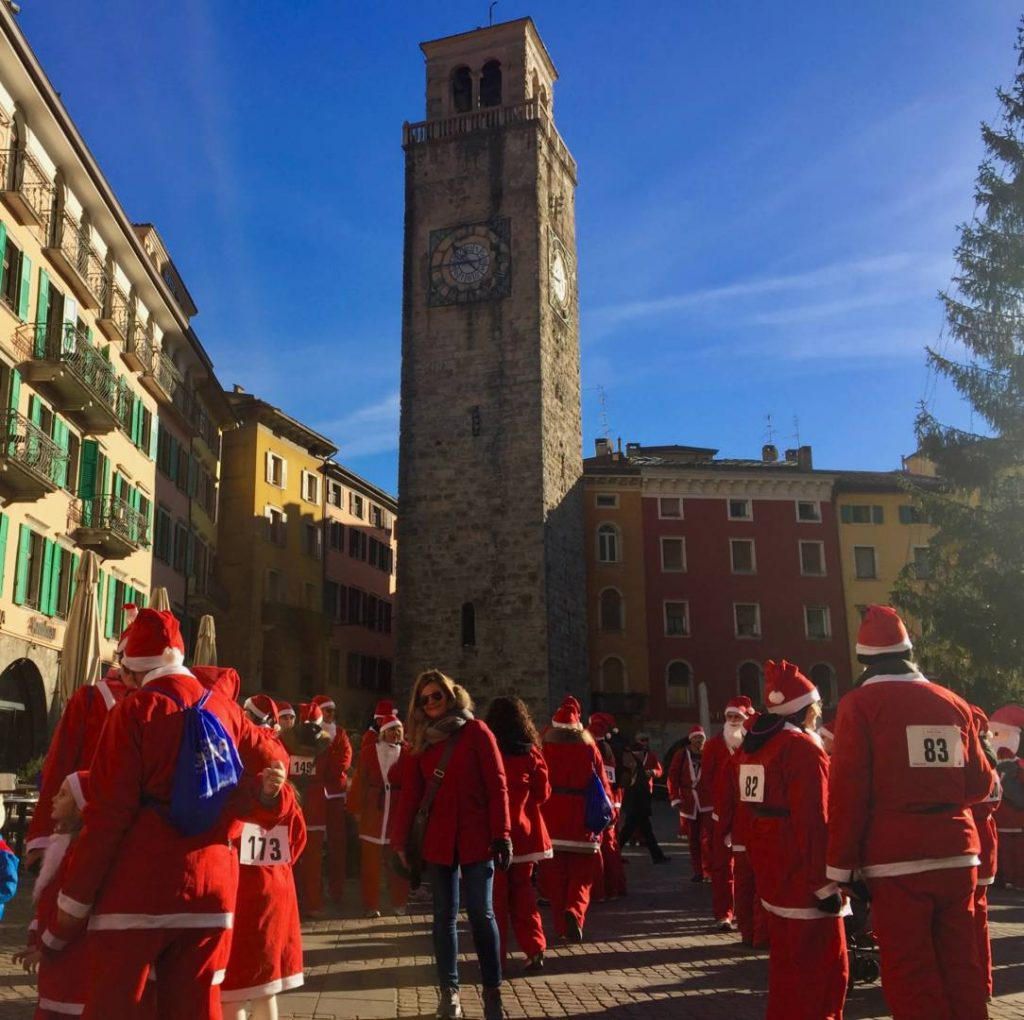 "Weekend in Garda Trentino: Riva, ready for the ""Santa Clauses"" run"