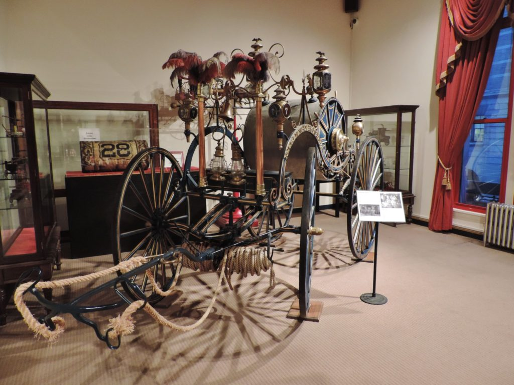 New York City Fire Museum, carrozza ottocentesca per il trasporto dell'acqua