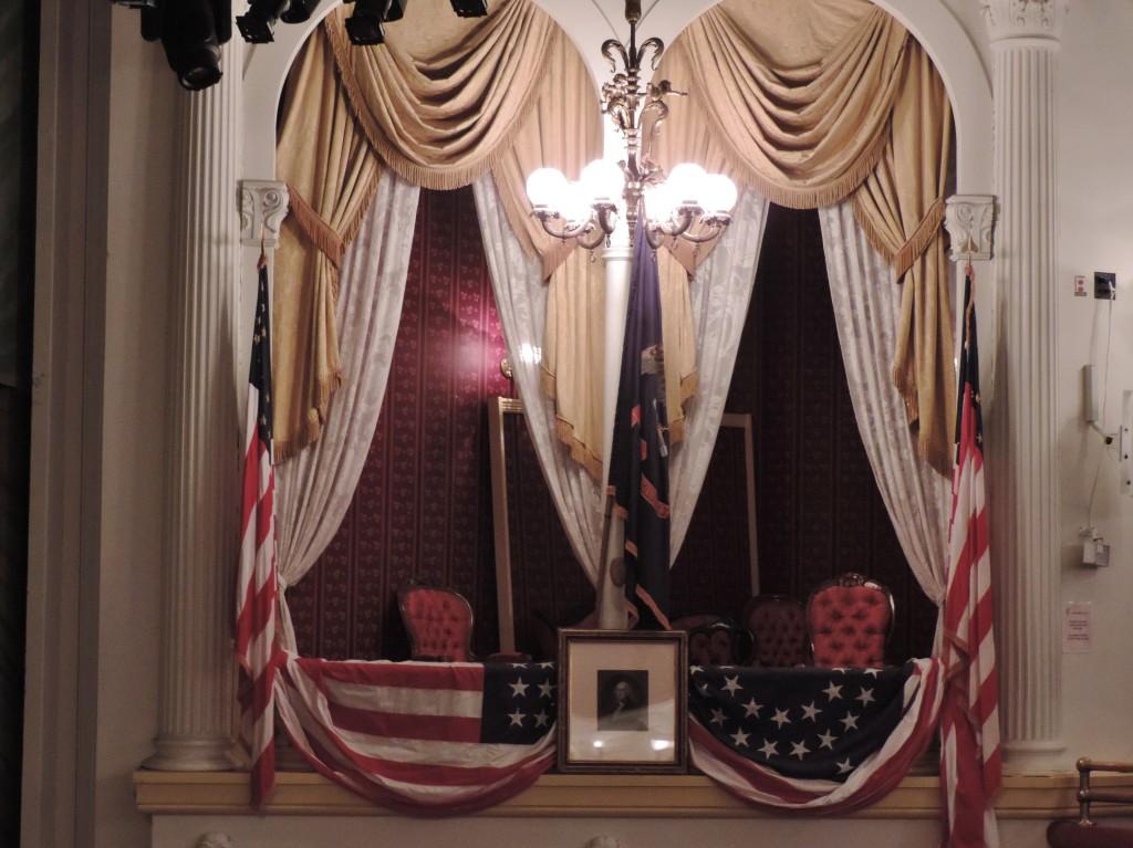 Il Palco dell'attentato, la prima sedia a destra é quella di Lincoln