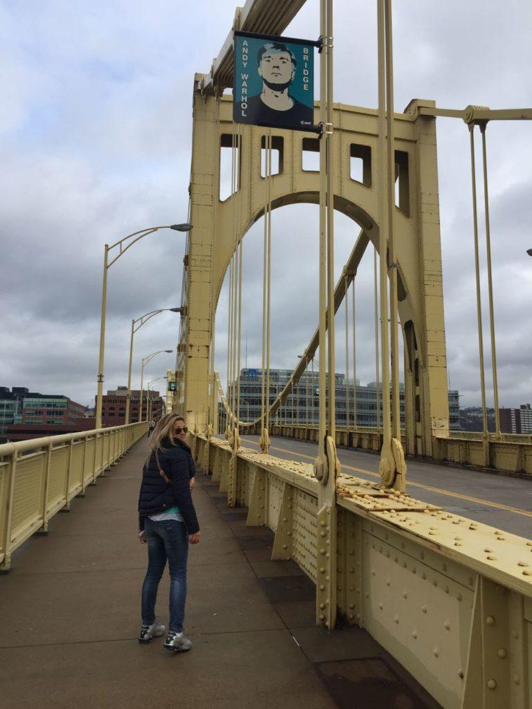 Il passaggio pedonale dell'Andy Warhol Bridge