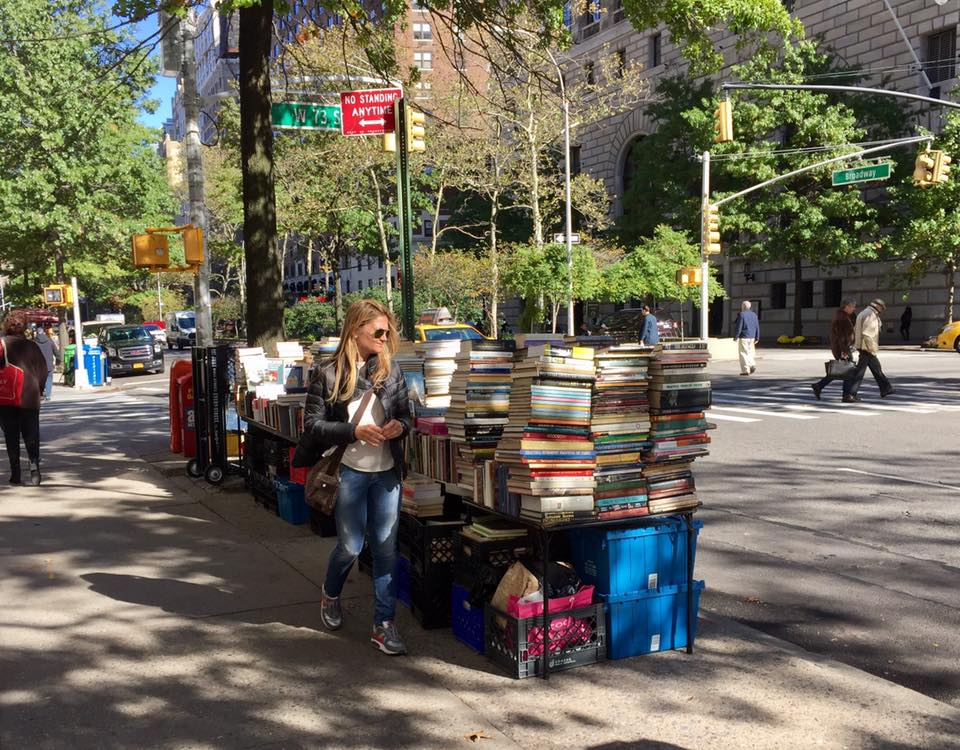 New York on foot: the stalls of old books in Amsterdam Ave